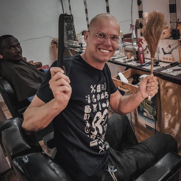 koszulka-do-komunikacji-fryzjer-sudan-podroze