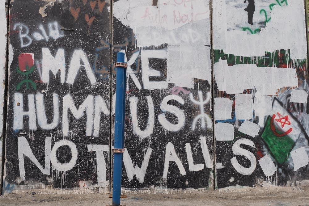 Mur-między-Palestyną-i-Izraeleme-Mur-bezpieczeństwa-Podróże-do-Izraela-Make-humus-not-wall
