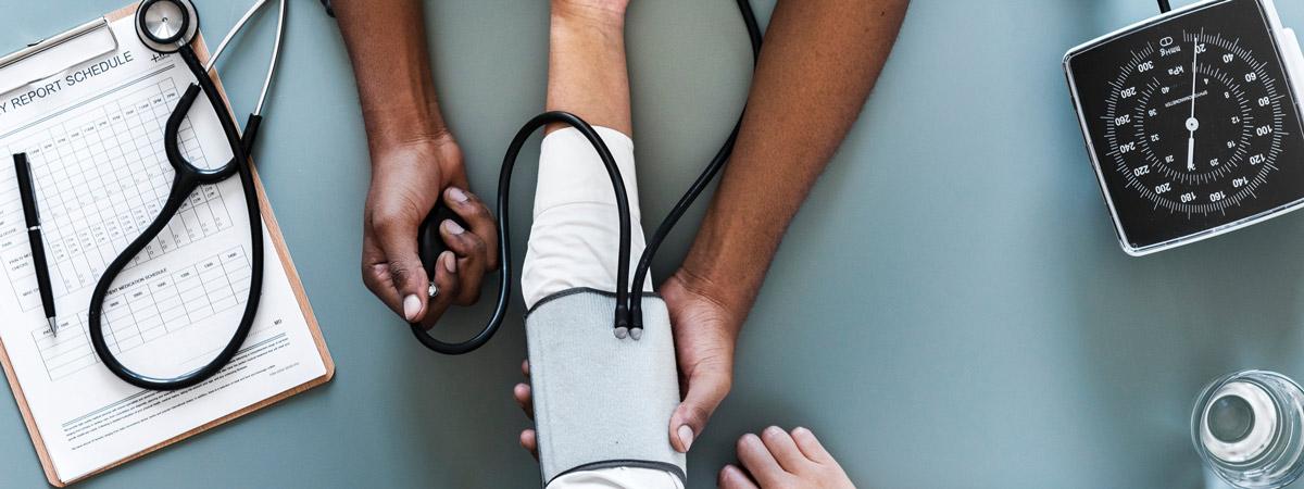 szpital-doktor-cisnienie-badanie-ubezpieczenie