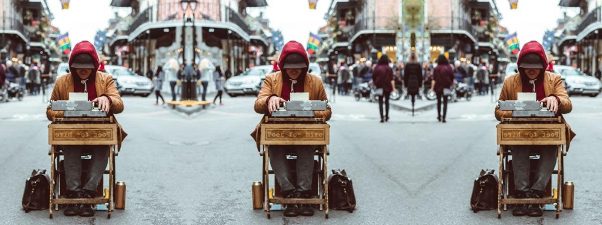 jak-zostac-blogerem-pisarz-maszyna-ulica-zawod