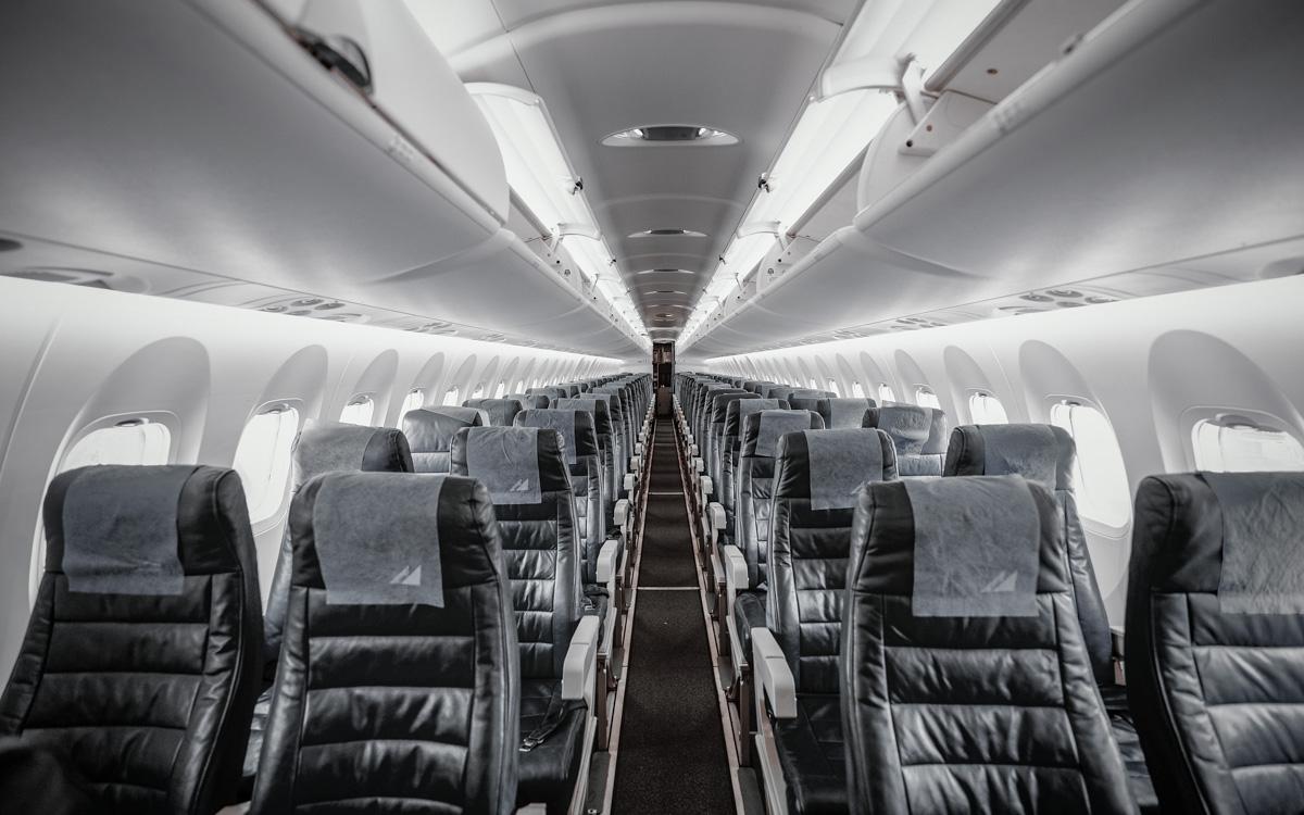 pusty-samolot-korona-wirus-podroze