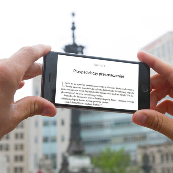 ebook-jaktodaleko-mockup-miasto-smartfon
